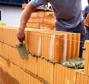 610171-hombre-construyendo-pared